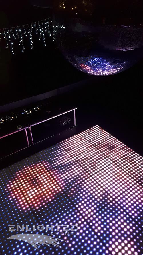 LED dansvloer paars, roze met spiegelbol erboven